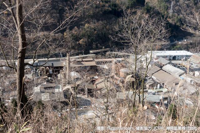 神岡鉱業の事務所からの工場の眺め