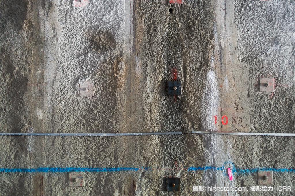 坑道の壁面